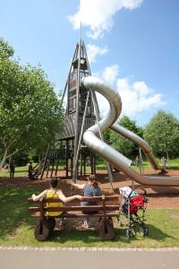 Der Rutschenturm im Neumühlepark
