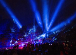 Große Lichtshow im Neumühlepark